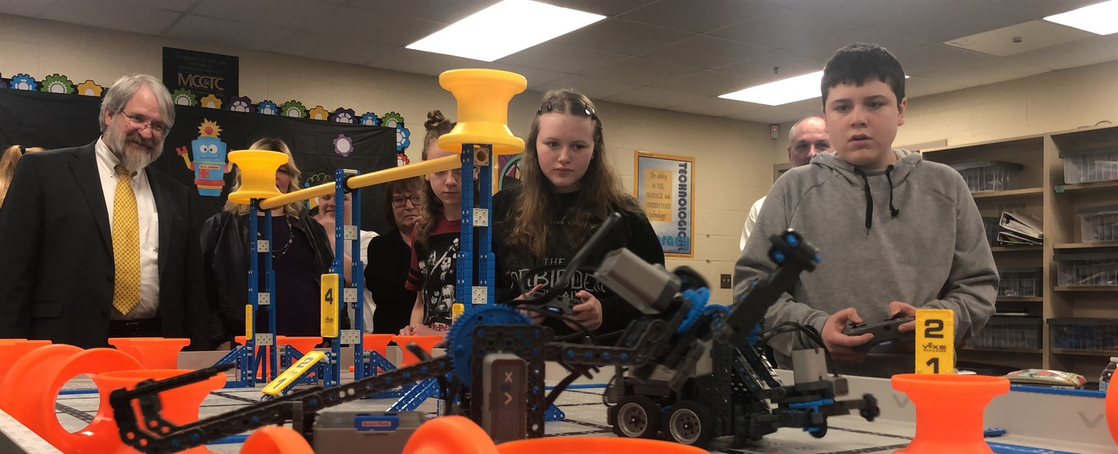 Paolo DeMaria, Ohio Department of Education's Superintendent of Public Instruction, watches an eighth-grade robotics class.