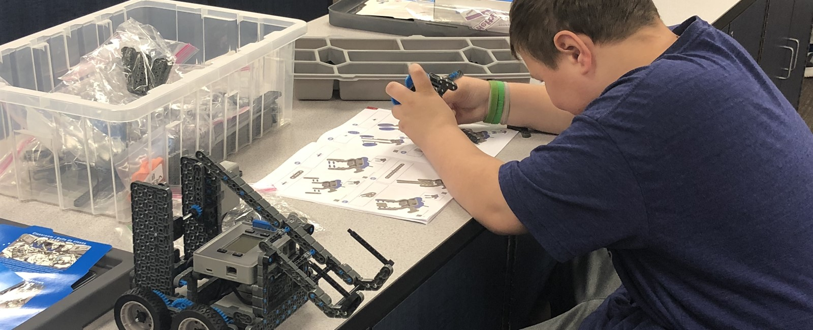 Sebring McKinley Junior High School offers robotics.