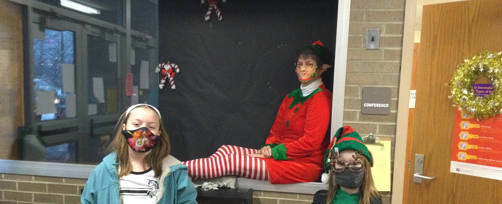 B.L. Miller students see Elf on the Shelf in the entryway